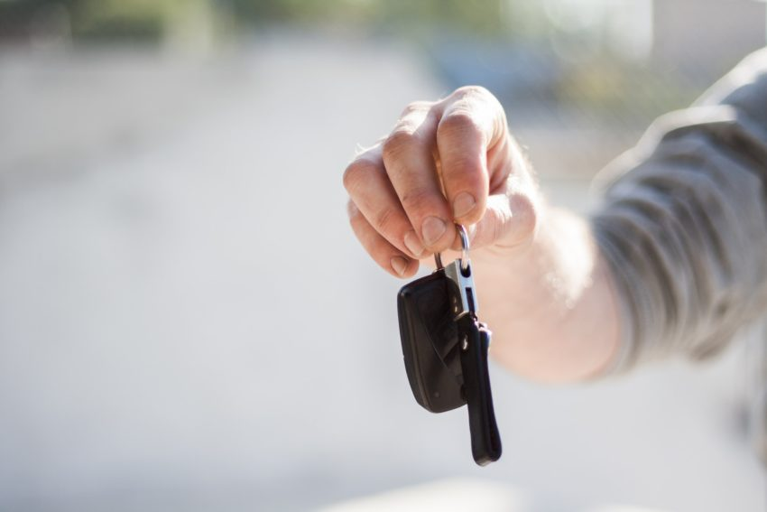 4 Questions to Ask before Finalising an Auto Glass Repair Service